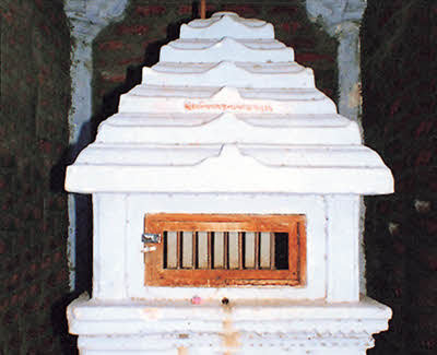 Foot prints of Lord Shantinath